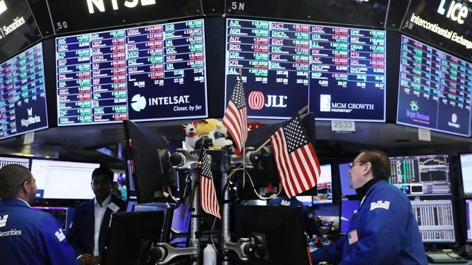 苹果市值突破1兆美元支撑S&P 500与Nasdaq收高